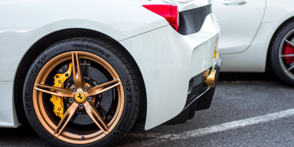 Italienske biler som Ferrari og Maserati er populære